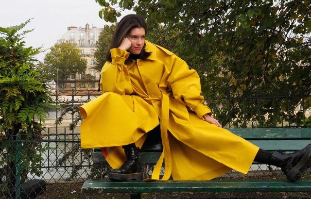Beatriz González Raincoat Yellow - LR3